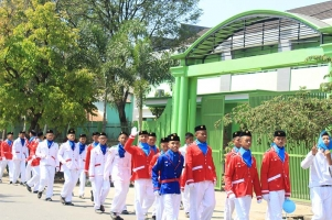 Pasukan Pengibar Bendera Pesantren Pada Kegiatan Parade Apel Tahunan